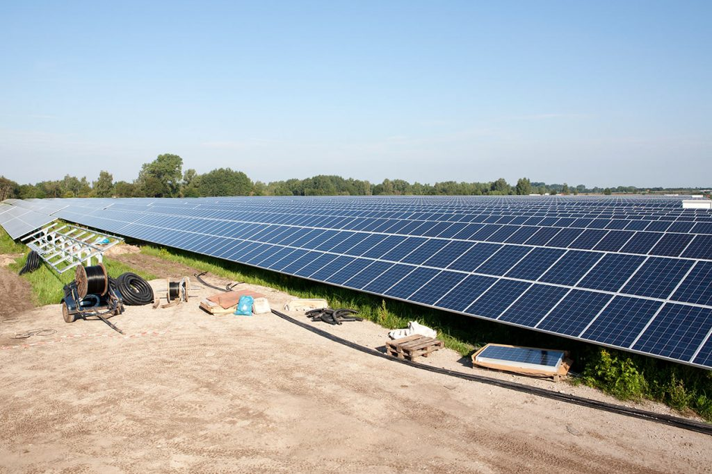 Community Solar or Rooftop Solar: Which is Right For You?